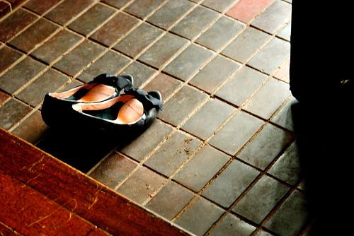 ビジネスでの靴の脱ぎ方と履き方のマナー U,NOTE [ユーノート]