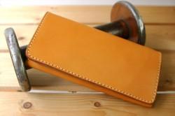 【年収は財布の値段の200倍】お金持ちは長財布を使い、お金をパートナーのように大切に扱う