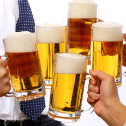 飲み会を制する者は仕事を制する!知っておくべき飲み会マナー&上司を気持ち良くさせるテクニック3選
