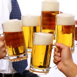 飲み会を制する者は仕事を制する?知っておくべき飲み会マナーと上司との仲を深めるトーク術