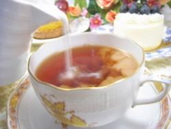 【仕事中はコーヒー以上に紅茶が良い!?】集中力アップに効果的な驚くべき紅茶の力