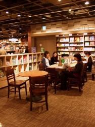 3年間で100店舗に拡大!CCCが推し進める書店併設カフェ事業の狙いとは
