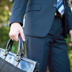 理想のビジネスバッグは「使用シーン」で選ぶ。人気メンズバッグブランド12選