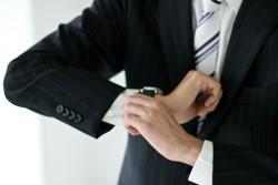 フォーマルなビジネスシーンでの腕時計のマナー