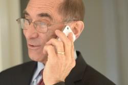 担当者がすでに退社している場合の電話応対のマナー