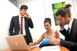 ビジネスで電話を保留するときの時間のマナー