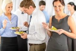 【評価を下げない!】新人が飲み会の服装で気をつけておくべきポイント