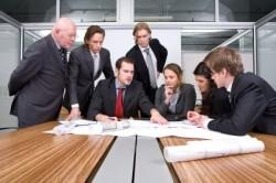 組織内のプロジェクトを遂行するチームの最適な組み方