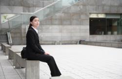 女性の営業マンがスーツを選ぶ時に知っておきたいブランド4選