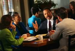 顧客のニーズを聞き出す!営業マンが成果を残すために求められる力とは?