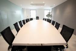 会議をする際に気をつけるべき、座席の順番のマナー