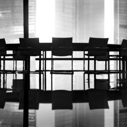 【会議用の席札マナー】会議で利用する席札に書く文面・作り方のマナーを解説!