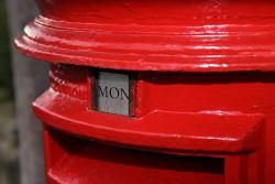 """表書きで""""御中""""と""""様""""の使い分けできてる? 会社から郵便物を出す際の宛名のマナーまとめ"""
