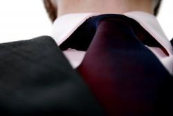 ビジネスシーンにおいてマナー違反となるネクタイの締め方