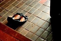 ビジネスでの靴の脱ぎ方と履き方のマナー