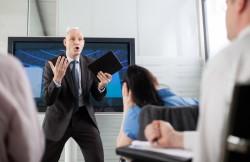【あなたは大丈夫?】威圧的な話し方をする人の特徴と改善方法