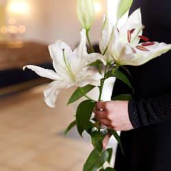 【シーン別】会社関係の葬式の受付で名刺を差し出す際のマナー