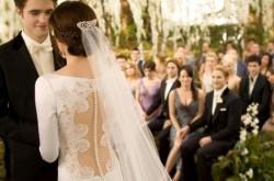 【ネクタイの色は大丈夫?】結婚式に着ていく服装のマナー[男性編]