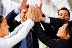 会社の組織をフラット化することで得られる3つのメリット