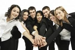 企業が時間や費用を大量に費やしてまで新卒採用をする理由とそのメリット