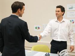 他社への訪問で上司に同行してもらった時にクライアントに自己紹介する方法
