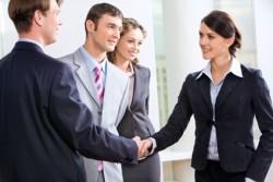 目標をメンバーに周知させチームの方針として掲げるようにする方法