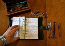 会議中に議事録を取る際の書き方のコツ【ポイントは余白と色分け】