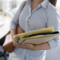 封筒で書類を郵送するときの「行」の書き方マナー