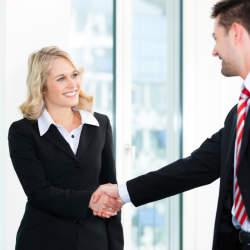 ビジネスシーンで役立つ!英語で自己紹介をするときのポイント&基本フレーズ