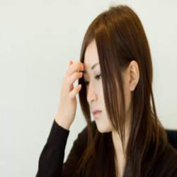 【簡単オフィスヘアアレンジ】仕事中に邪魔にならない!おしゃれな女性の髪型3選