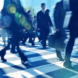 「出勤」と「出社」の意味の違い|誤解している人が多い「出勤・出社」の違いを解説
