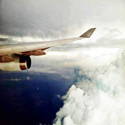 【海外出張に行く人必見!】国際線の飛行機の中での有意義な過ごし方3選