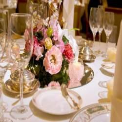 大事な人の結婚式に出席できない!職場名義で結婚式に電報を送るときの文例集