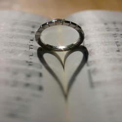【あなたの印象をアップさせる】会社関係の人の結婚式電報を送る際の文例9選