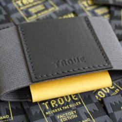 布で挟むだけ!?カード10枚入れても厚さ1cmの超薄い財布が登場