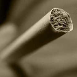 タバコを吸うと2兆円もらえる!?アメリカの「懲罰的損害賠償」がケタ違いでスゴイ!