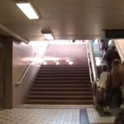 エスカレーターにしか乗らなかった人が、階段を使いたくなる斬新なアイデア「PianoStairs」
