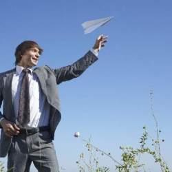 飛行機でスマホ使用が解禁!?航空法改正で何が出来るようになるのか