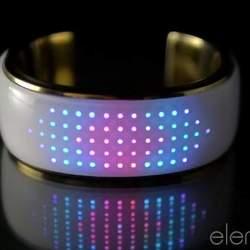 おしゃれで幻想的なライト。服に合わせてカラーを変えるブレスレット型デバイス「elemoon」