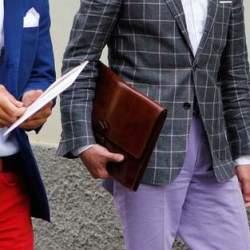 知的な男性をデザインする!スーツスタイルに似合うクラッチバッグまとめ