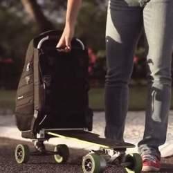リュックに乗って移動!?変形して電動スケートボードに早変わりする「Movpak」がカッコいい