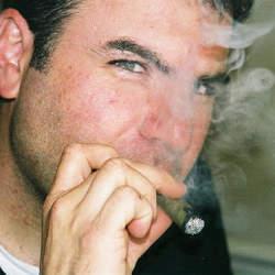 喫煙者は要注意! オフィスでタバコを吸う時に気をつけるべきビジネスマナー