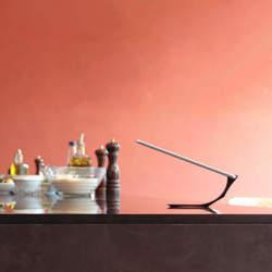 これが最強のiPadスタンドだ!シンプルさをとことん追求した「Yohann」のデザインが美しい