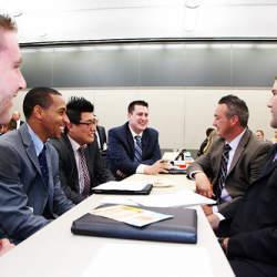 チームで仕事をするときには絶対不可欠!仕事で決定事項や仕事内容の連絡をする重要性