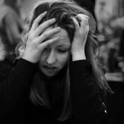 毎日の勤務でジワジワ溜まっていく…… 仕事でのストレスの原因と解消方法