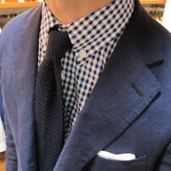 どのシャツに合わせるのがベスト?ビジネスマンなら知っておきたい、ニットタイの着こなしのいろは