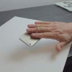 愛するiPhoneを手放さない。グリップホルダー「i-Ox」があれば、片手でもラクラク操作
