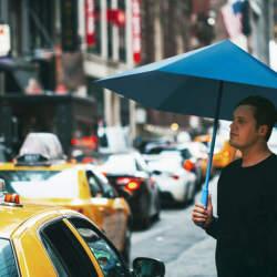 機能美とおしゃれを同時に追求したら全く新しい傘ができました。折りたたむと勝手に丸まる「Sa」