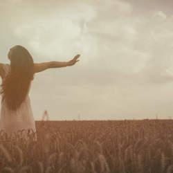 そのままの自分で生きてみよう。女性の美しさを引き立たせる黒髪がやっぱり魅力的