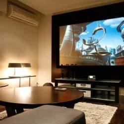 憧れのホームシアター。スクリーンがあれば、あなたも部屋が映画館に